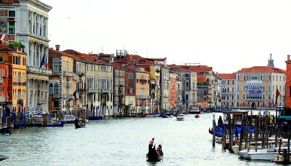 Picture of the Grand canal from the Rialto bridge